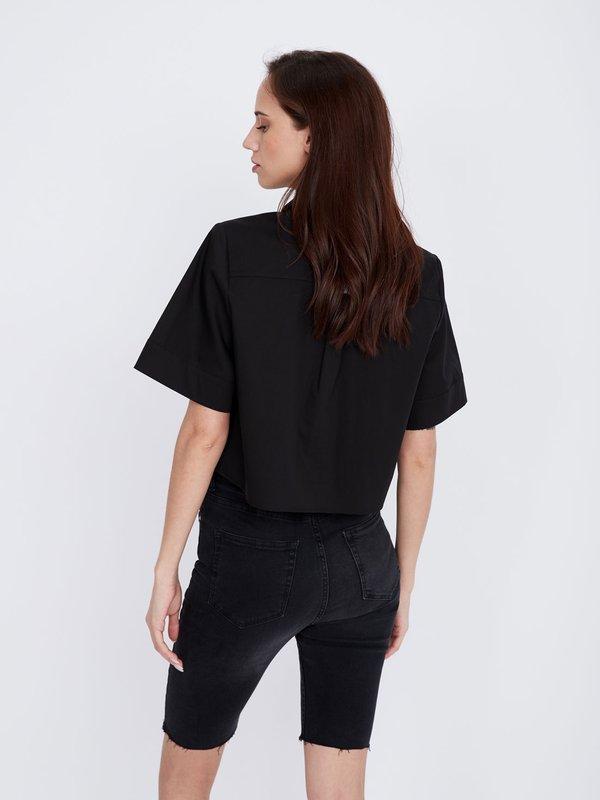 Укороченная рубашка с асимметричным низом вид сзади