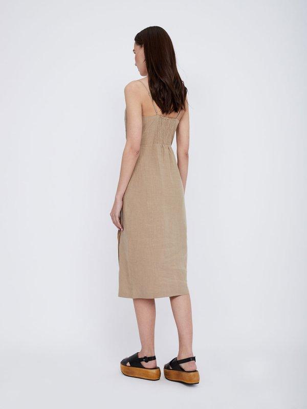 Платье из льна на функциональных пуговицах вид сзади