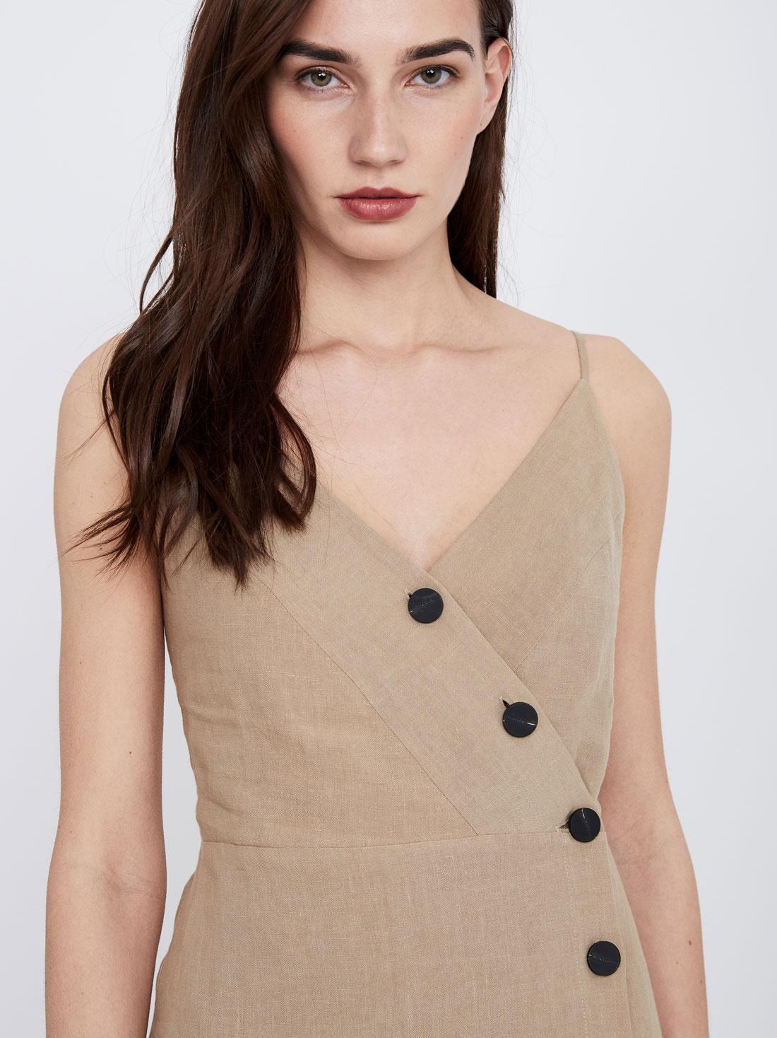 Платье из льна на функциональных пуговицах