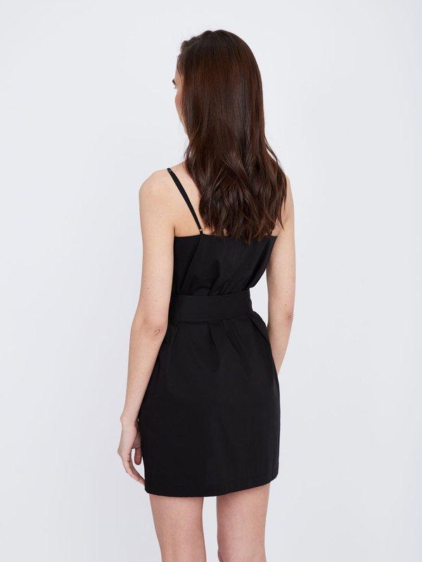 Платье-мини на тонких бретелях вид сзади