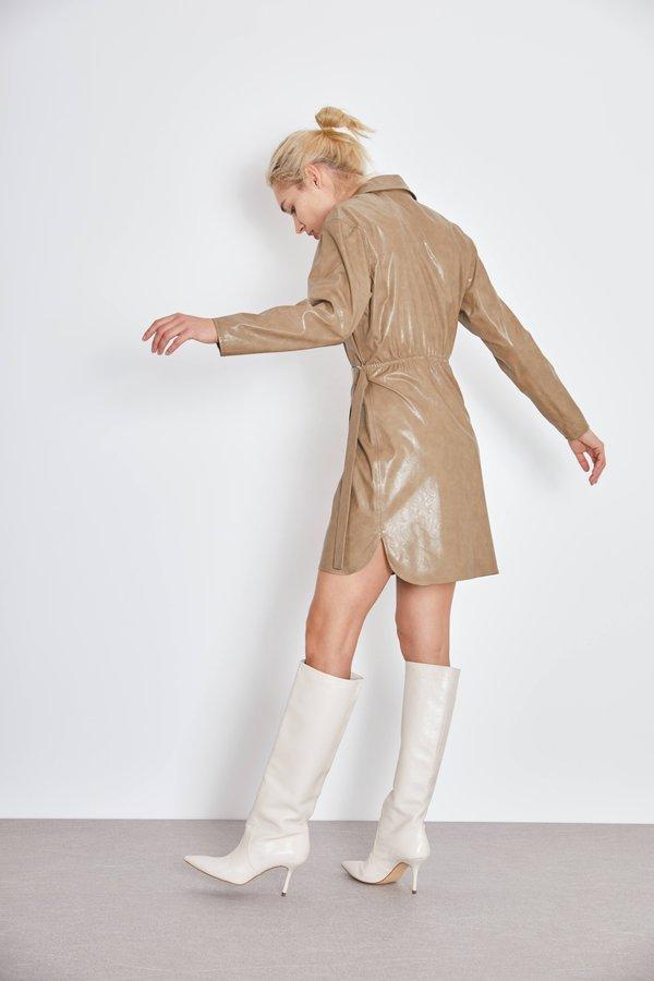 Платье из искусственной кожи вид сзади