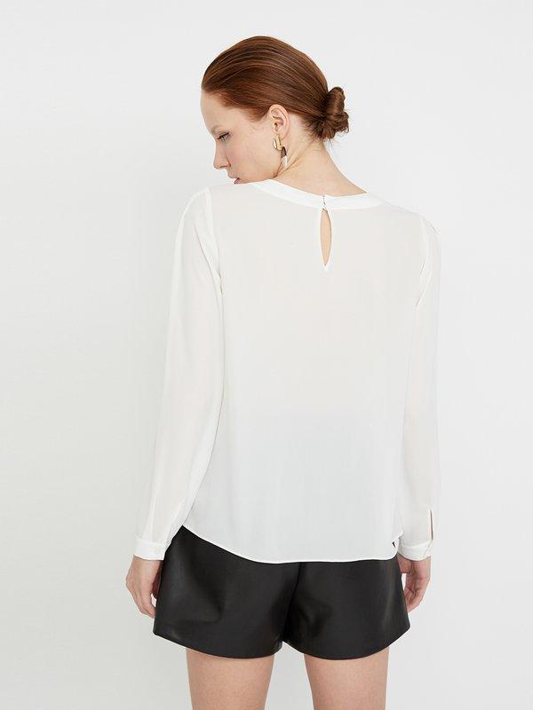 Блузка с декоративными складками вид сзади
