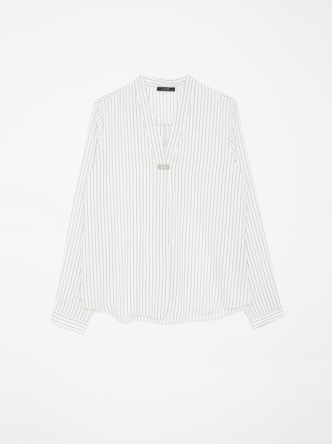 Блузка в V-образным вырезом