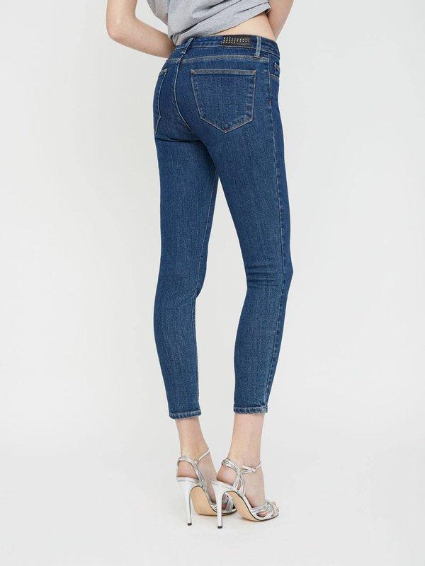 Зауженные джинсы вид сзади