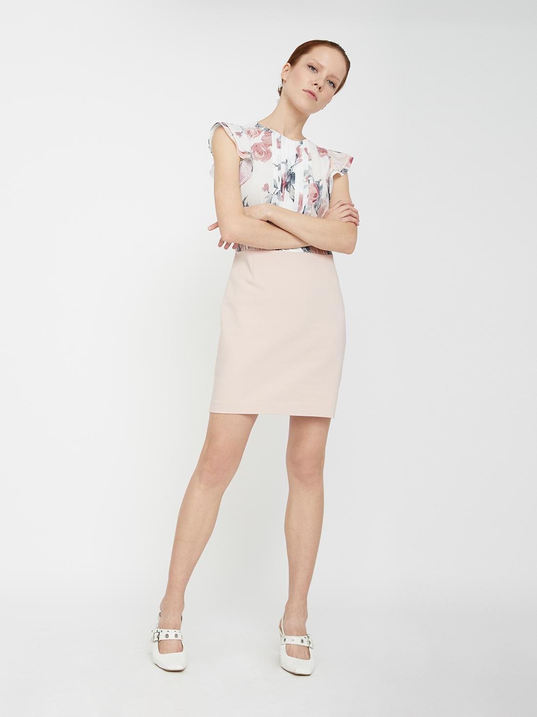 Платье с разрезом на спине