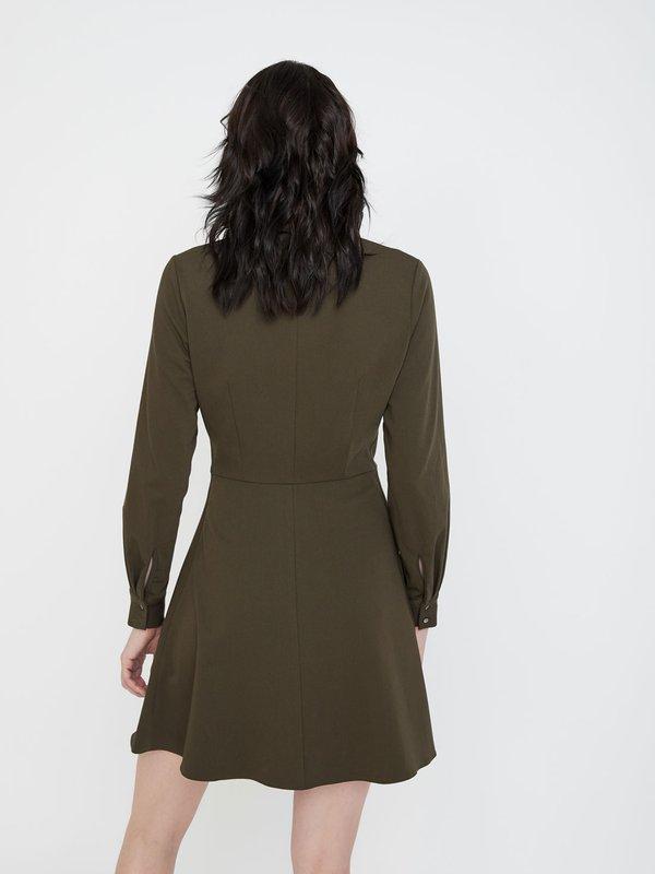 Платье с отложным воротником вид сзади