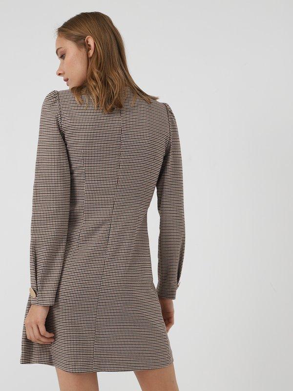 Приталенное платье вид сзади