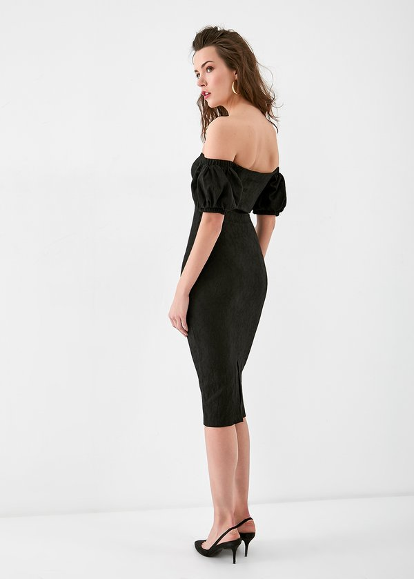 Платье-миди с открытыми плечами вид сзади