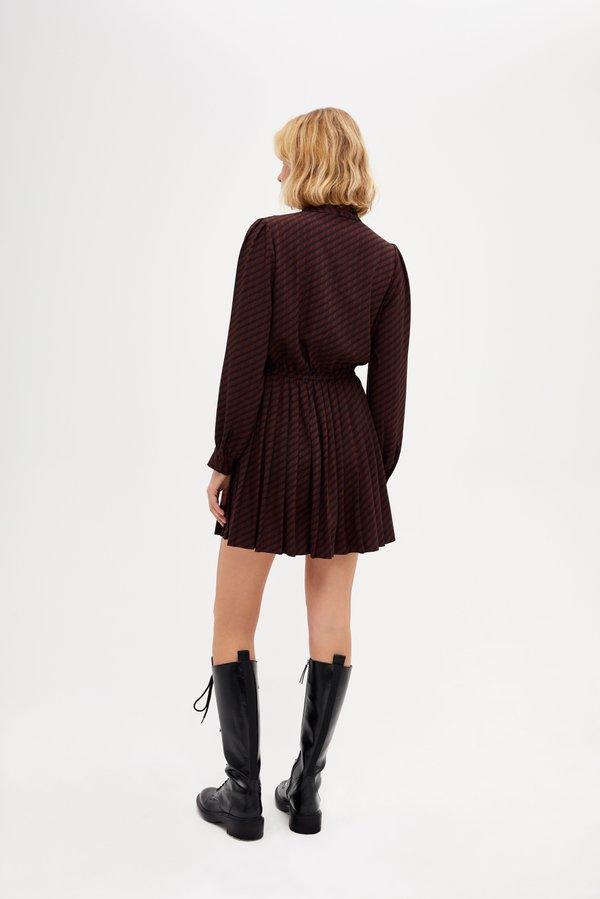Платье с эластичной талией вид сзади