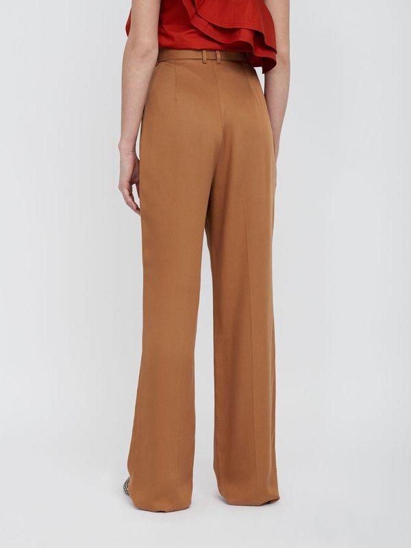 Прямые брюки с фигурным поясом вид сзади