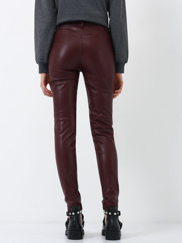 Кожаные брюки вид сзади
