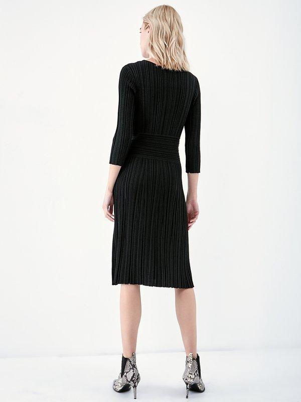 Трикотажное платье с люрексом вид сзади