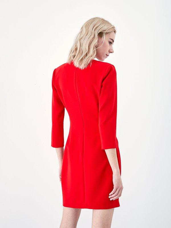 Платье с аксессуаром вид сзади