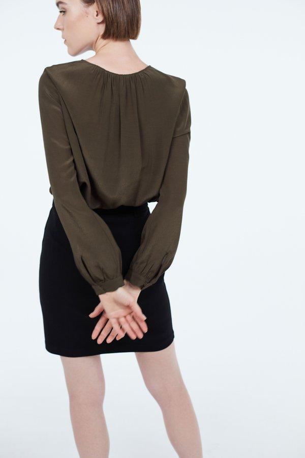Блузка с круглым вырезом вид сзади