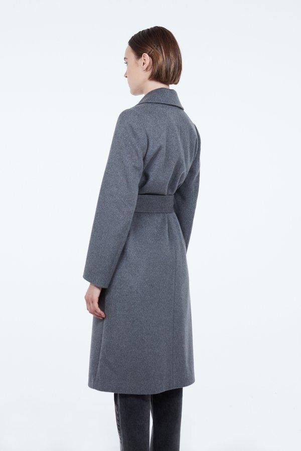 Пальто с накладными карманами вид сзади