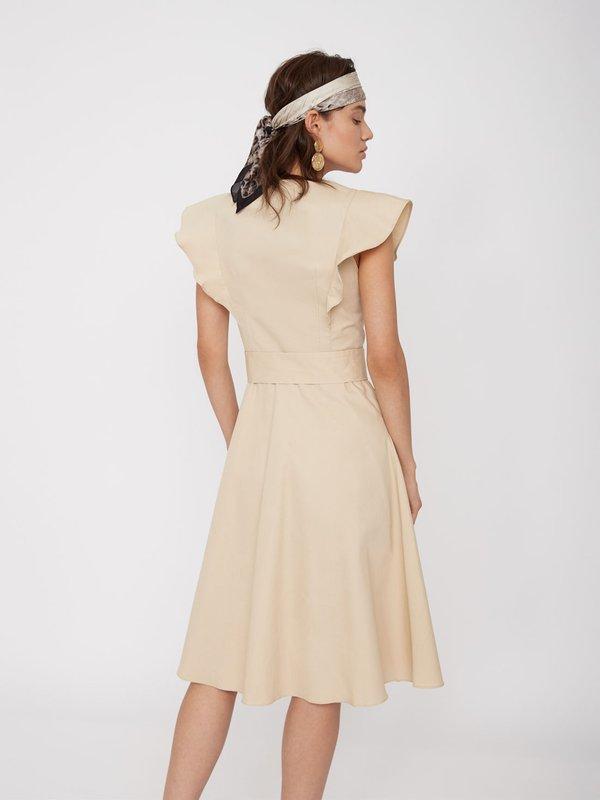 Платье с воланами на рукавах вид сзади