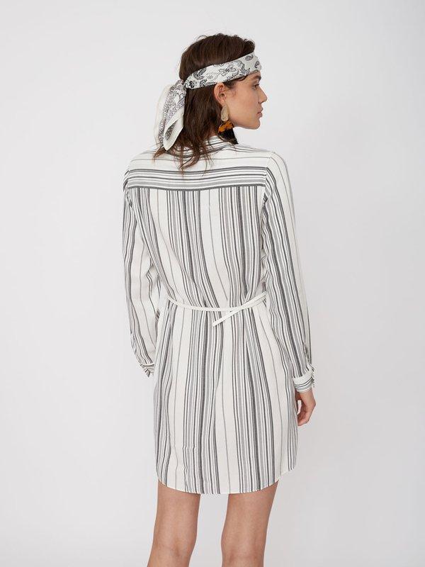 Платье-рубашка из вискозы вид сзади