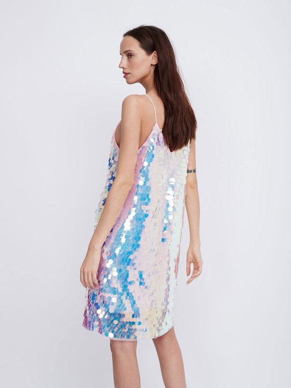 Платье на бретелях с перламутровыми пайетками вид сзади