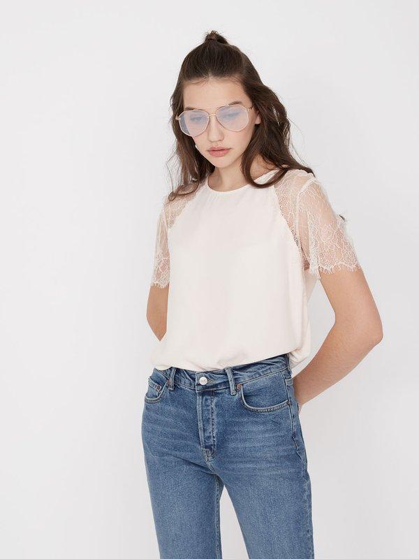 Блузка с кружевными рукавами
