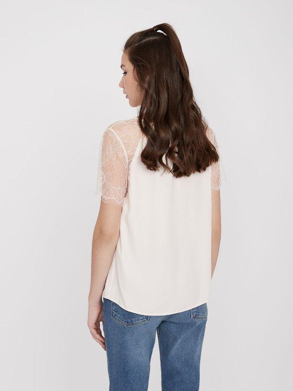Блузка с кружевными рукавами вид сзади