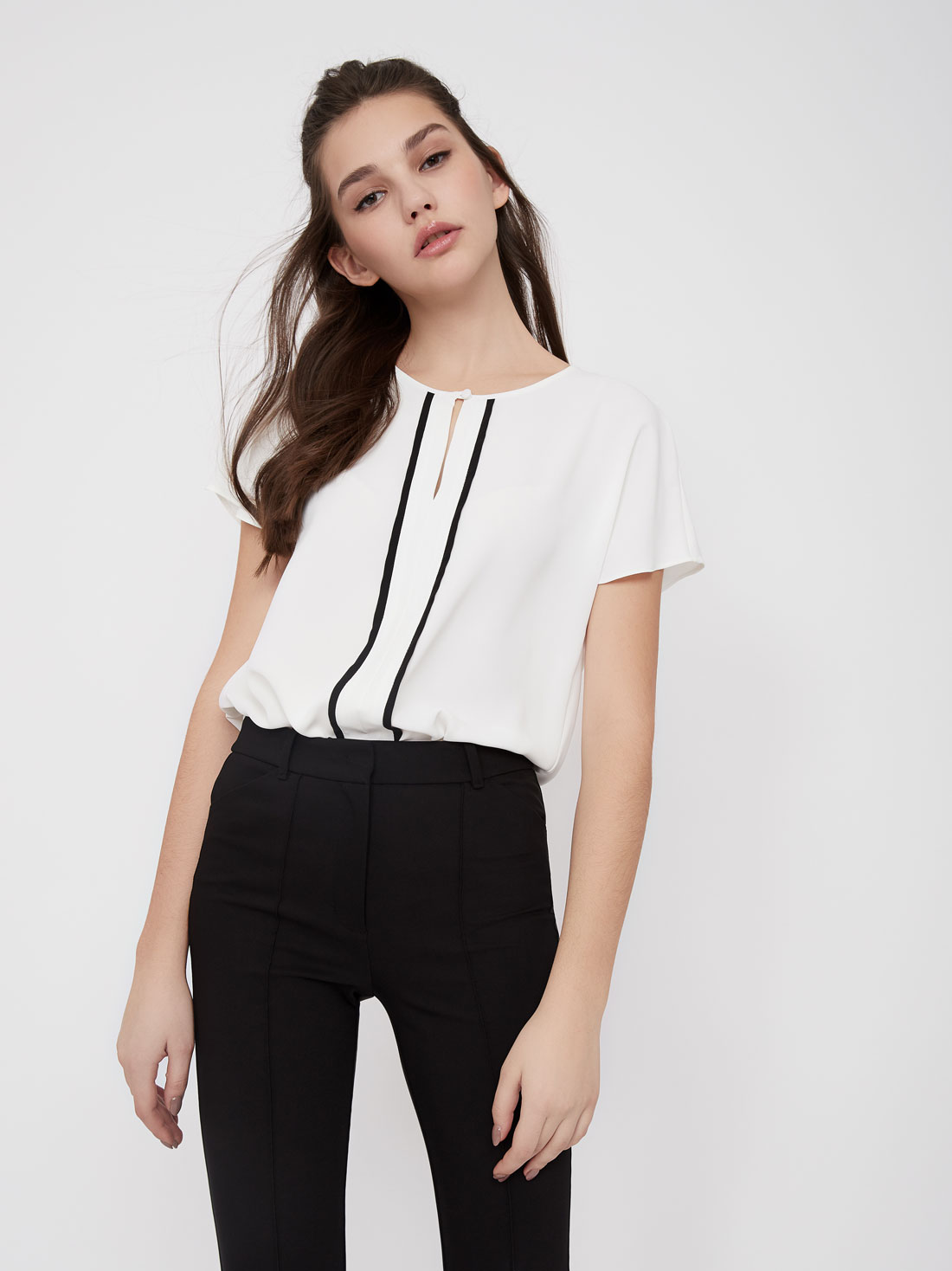 Блузка с контрастными вставками