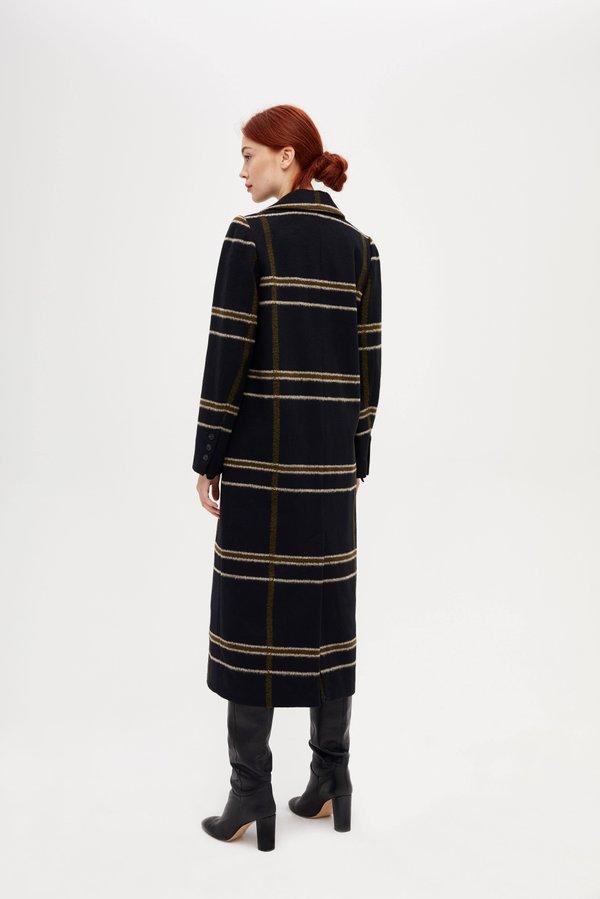 Длинное двубортное пальто вид сзади