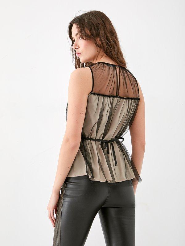 Блузка из сетки на подкладе вид сзади