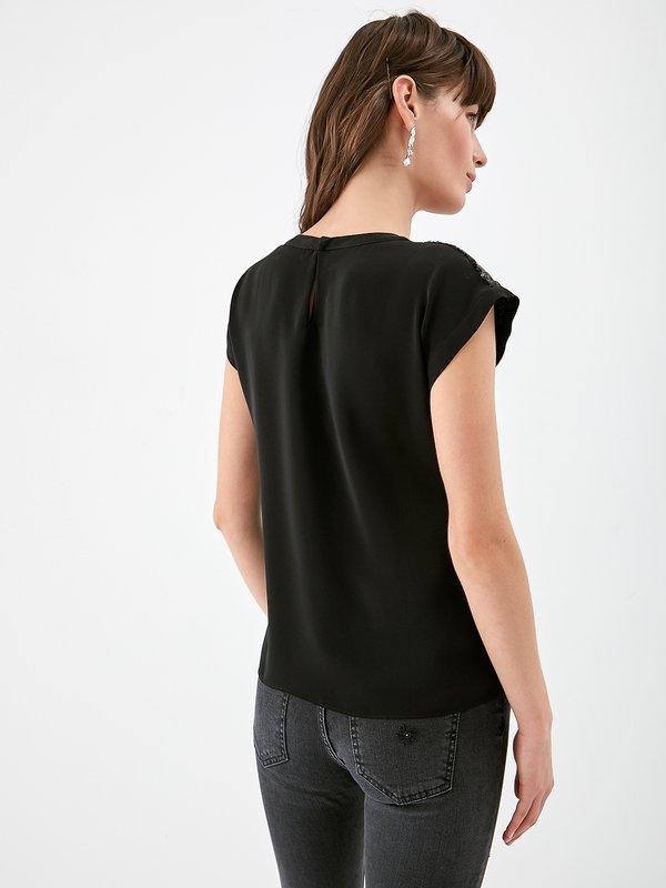 Блузка с пайетками вид сзади