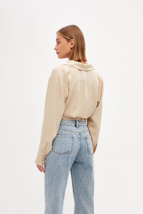 Укороченная блузка вид сзади