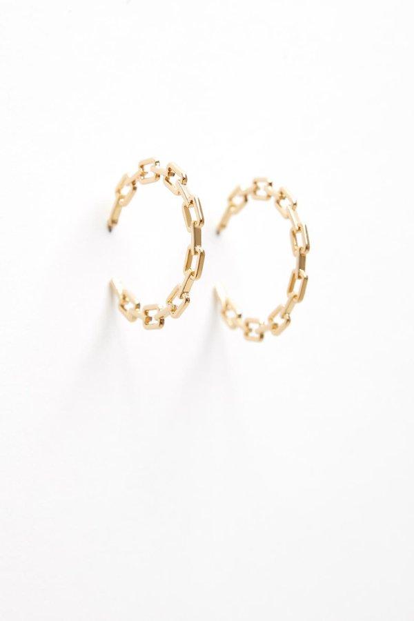 Серьги-кольца со звеньями вид сзади