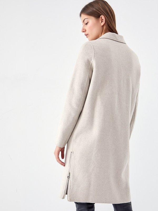 Свободное пальто вид сзади