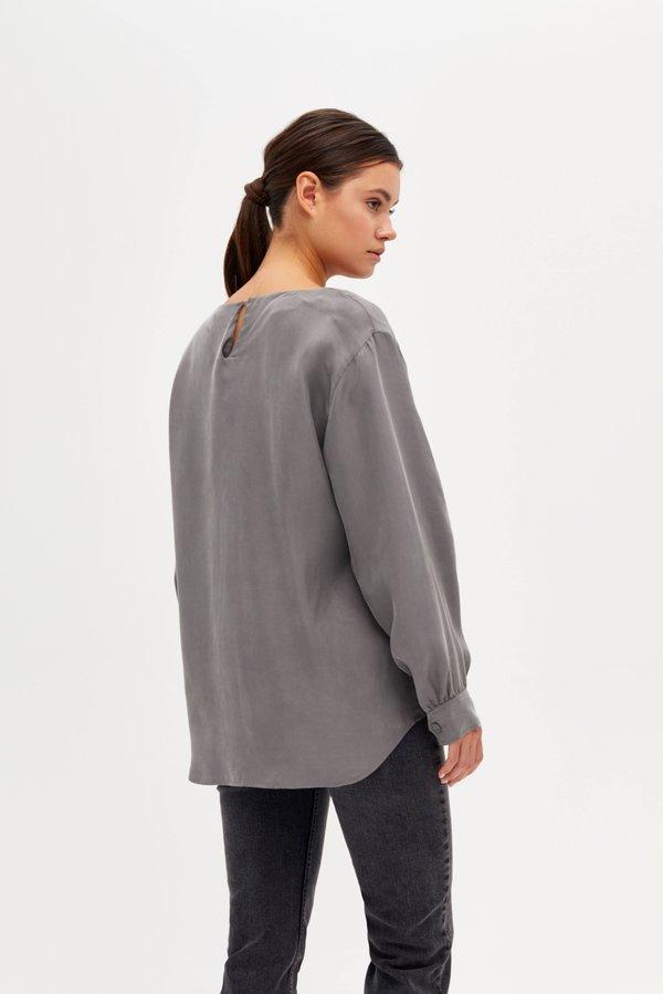 Блузка с разрезами на рукавах вид сзади