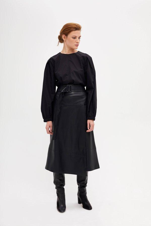 Блузка прямого силуэта с круглым вырезом