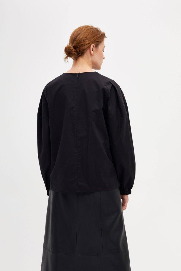 Блузка прямого силуэта с круглым вырезом вид сзади