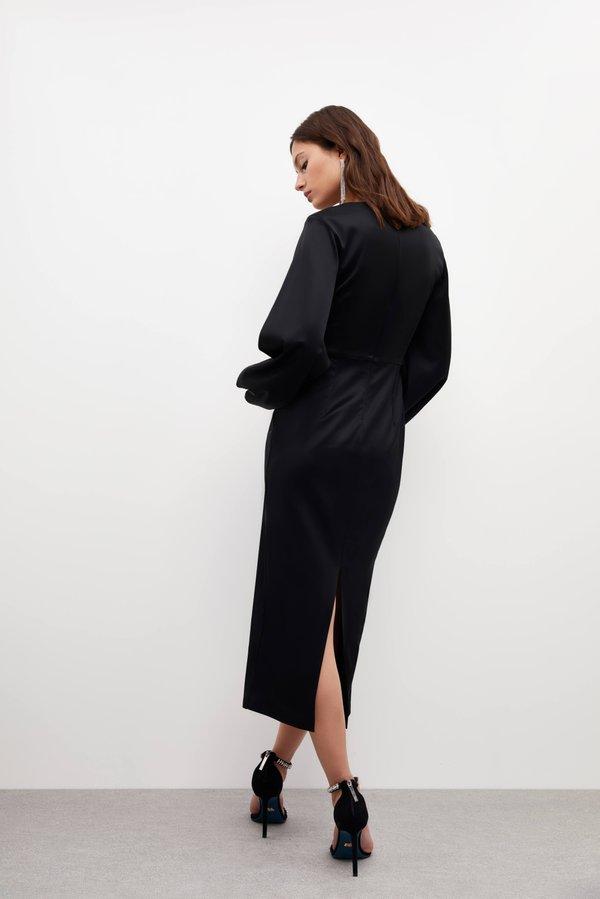 Платье с объемными рукавами вид сзади
