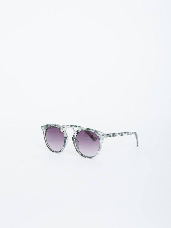Солнцезащитные очки в круглой оправе вид сзади