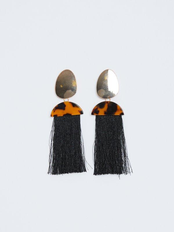 Серьги-подвески с животным принтом вид сзади