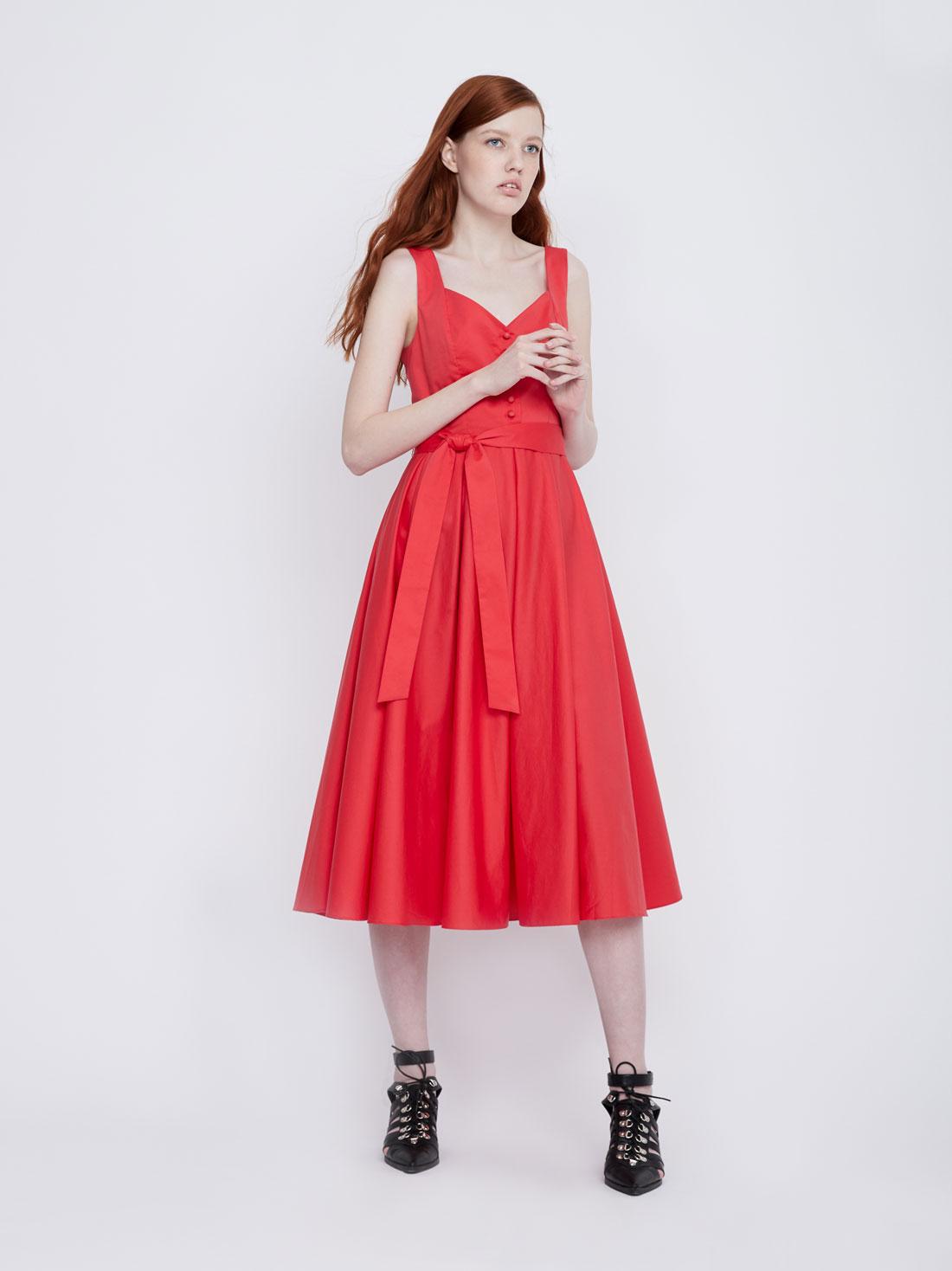 Платье на широких бретелях