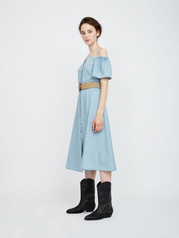Платье из хлопка с открытыми плечами