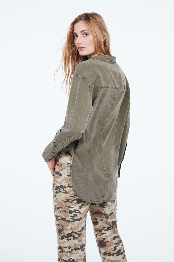 Рубашка с широкой планкой вид сзади