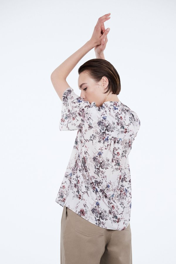 Блузка А-силуэта с завязками вид сзади