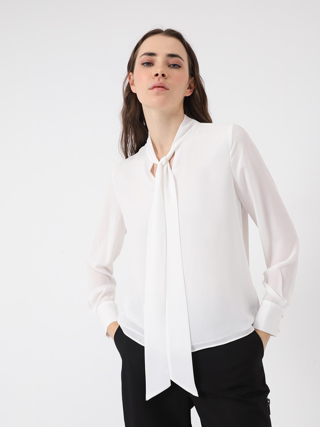 Блузка с лентами