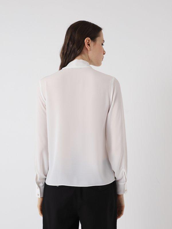Блузка с лентами вид сзади