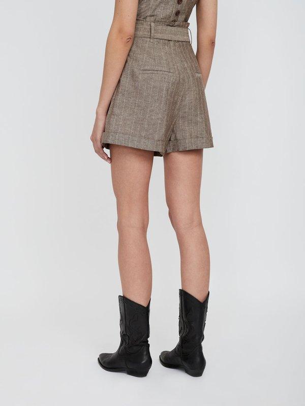 Расклешеные шорты из льна и хлопка вид сзади