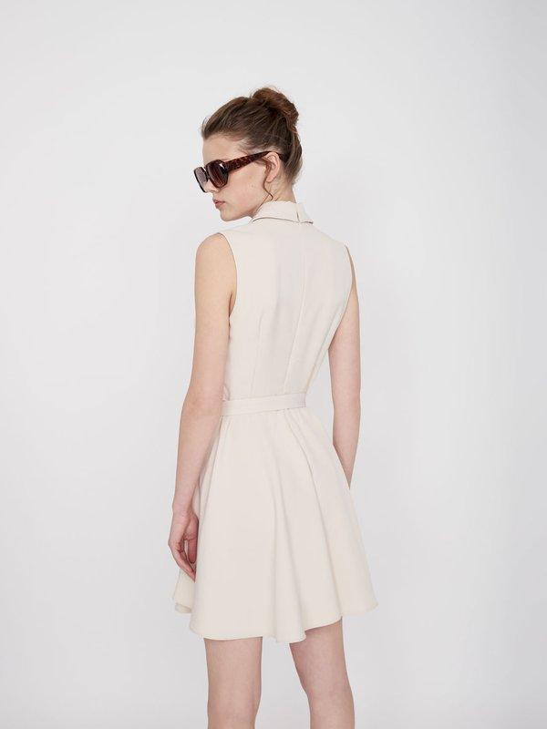 Платье Х-силуэта без рукавов вид сзади
