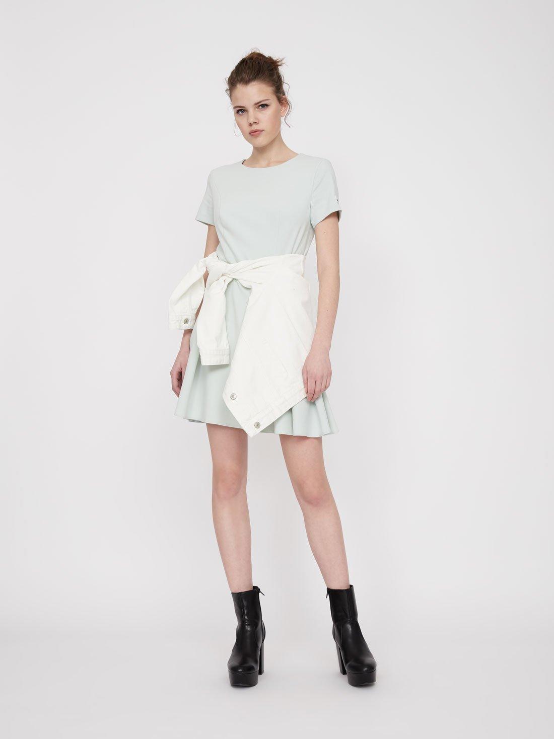 Платье с плиссированной юбкой