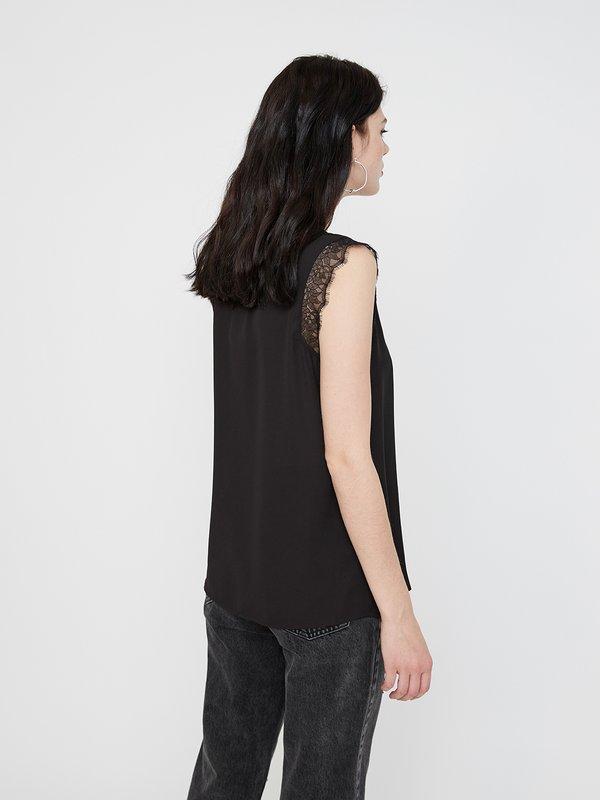Рубашка с кружевными рукавами вид сзади
