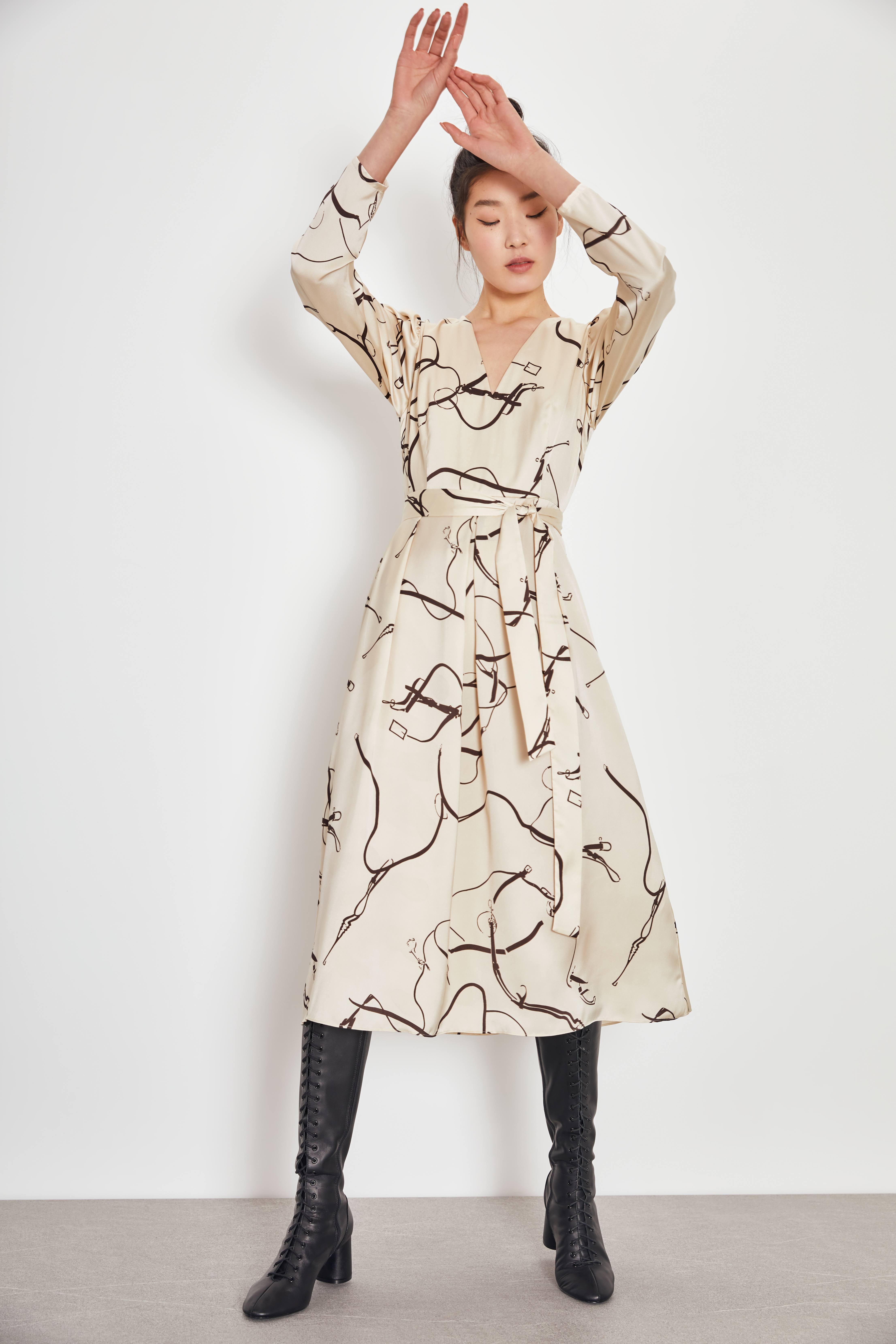 Платье LIME Платье с принтом платье с принтом муфаса в облаках