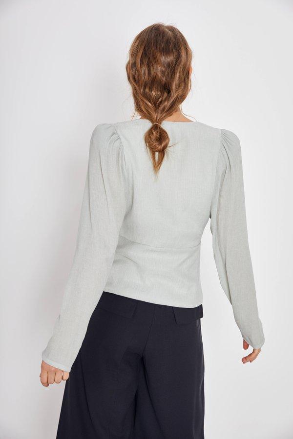 Блузка с запáхом вид сзади