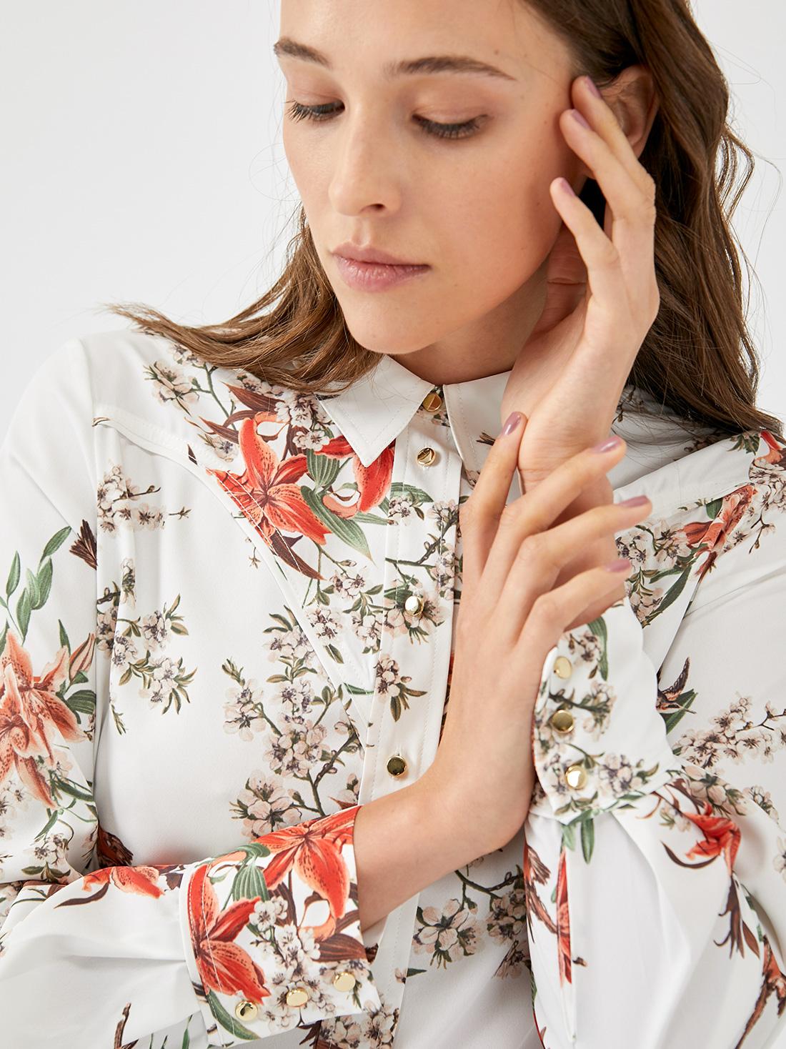 Блузка с анималистическим принтом